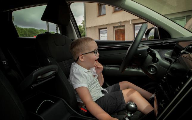 Cesta za Mikuláškem, který jezdí díky dárcům v prostornějším autě